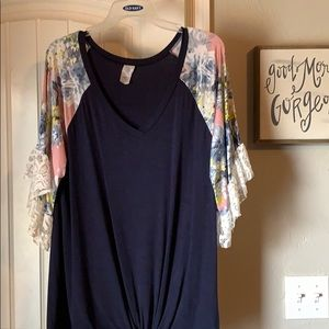 Lace sleeve knitted 3/4 flora navy shirt